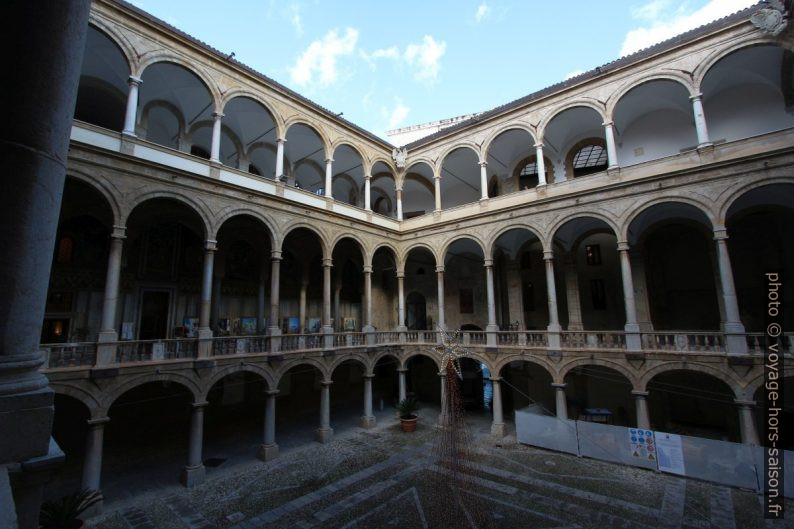 Cour du Palazzo dei Normanni. Photo © André M. Winter