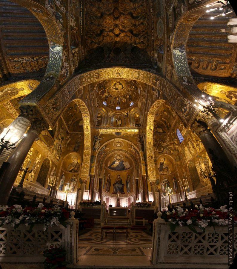 Panorama vertical vers le chœur de la Chapelle Palatine. Photo © André M. Winter