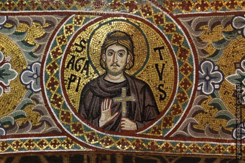 Médaillon du Saint Agapitus dans la Chapelle Palatine. Photo © André M. Winter