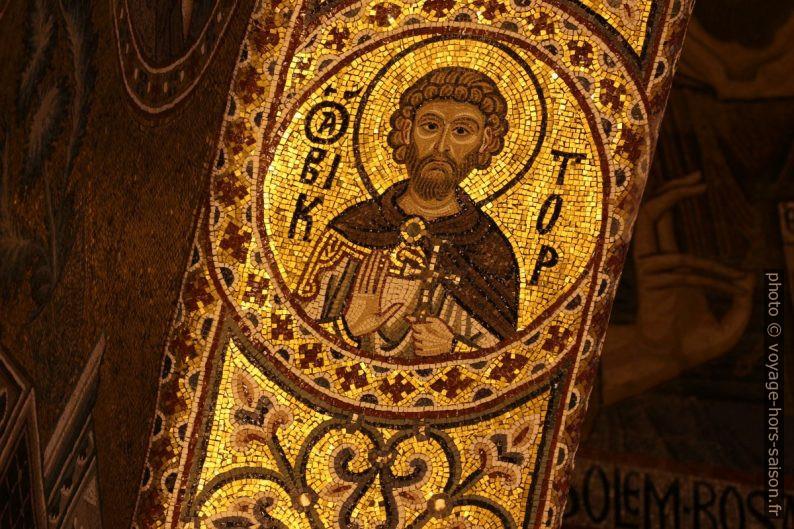 Médaillon d'un saint dans la Chapelle Palatine. Photo © André M. Winter