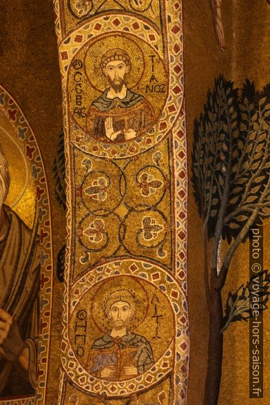 Portion d'arc avec médaillons de saints dans la Chapelle Palatine. Photo © André M. Winter