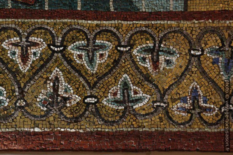 Détail d'une frise de mosaïques dans la Chapelle Palatine. Photo © André M. Winter