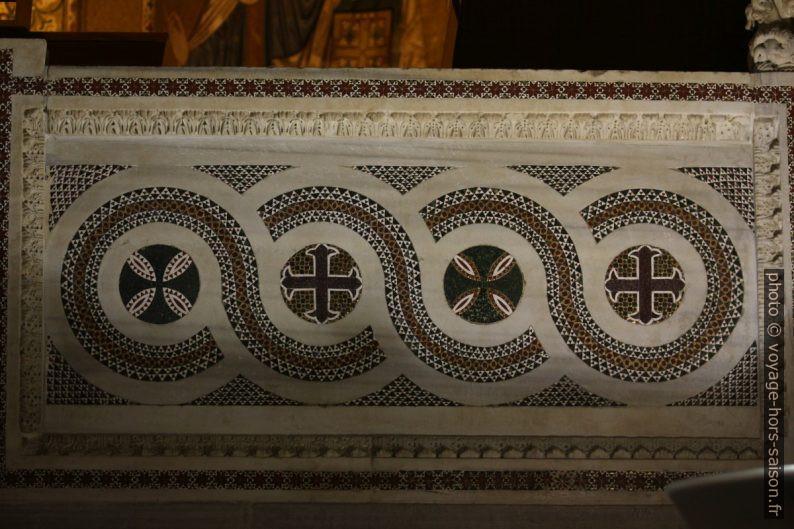 Mosaïques incrustés de la chaire de la Chapelle Palatine. Photo © André M. Winter