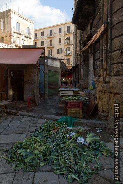 Fin de marché de Ballarò. Photo © Alex Medwedeff