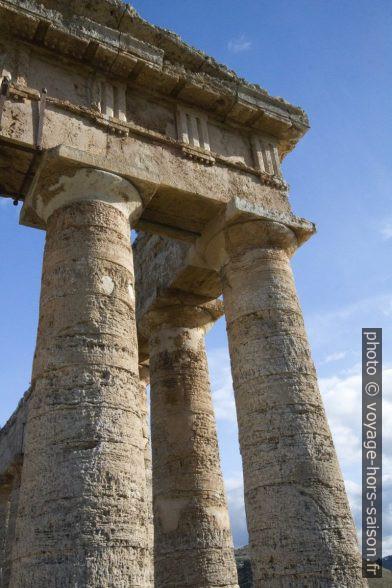 Coin sud-ouest du temple de Segesta. Photo © André M. Winter