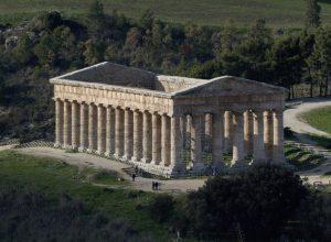 Temple de Segesta vu de plus haut. Photo © André M. Winter