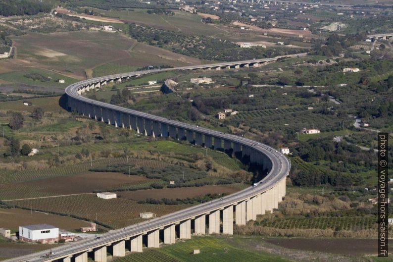 Viadotto Calda de l'autoroute A29dir en Sicile. Photo © André M. Winter