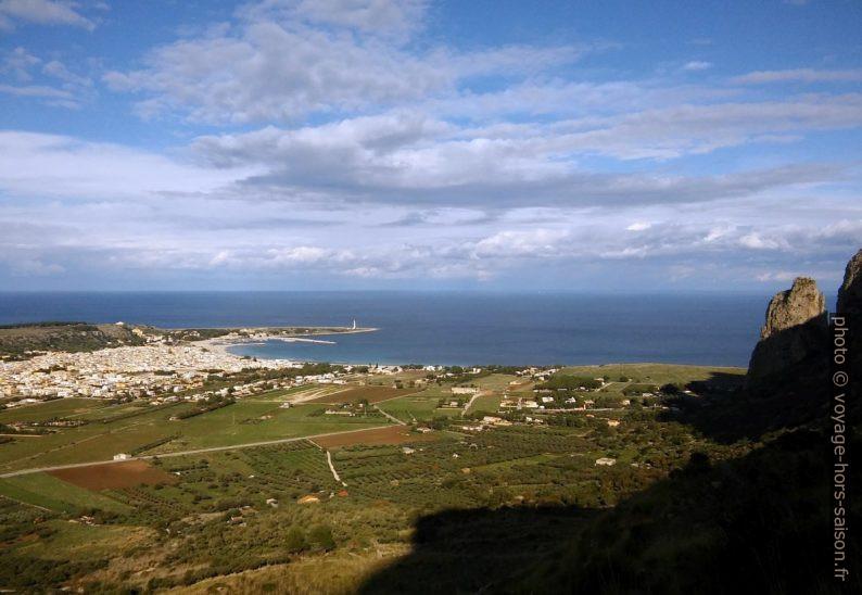 Capo San Vito et la baie à l'ouest. Photo © André M. Winter