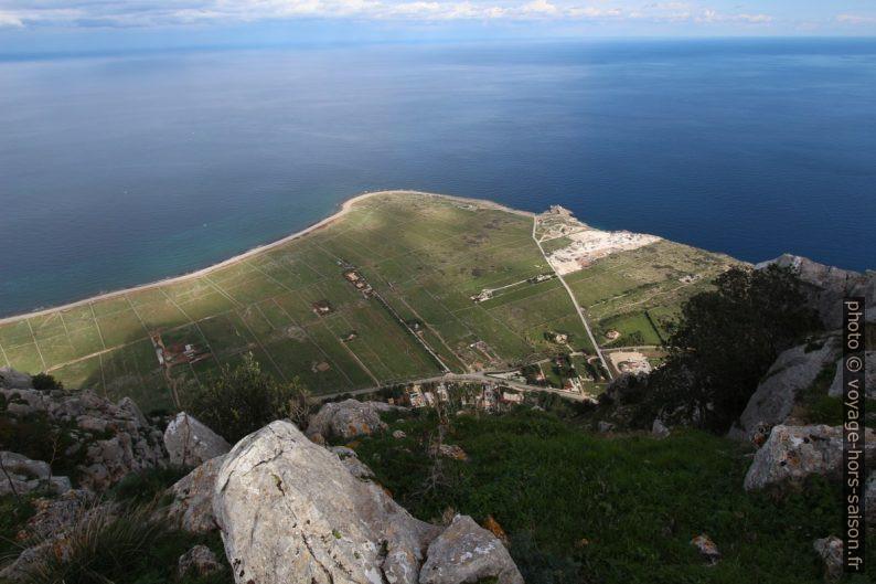 Vue plongeante sur le Capo Solanto. Photo © André M. Winter
