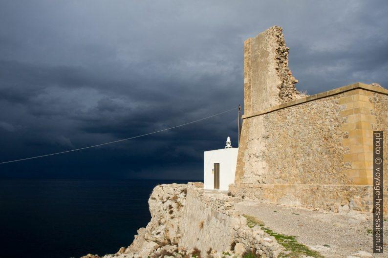 Faro di Punta Solanto e Torre Scieri. Photo © Alex Medwedeff