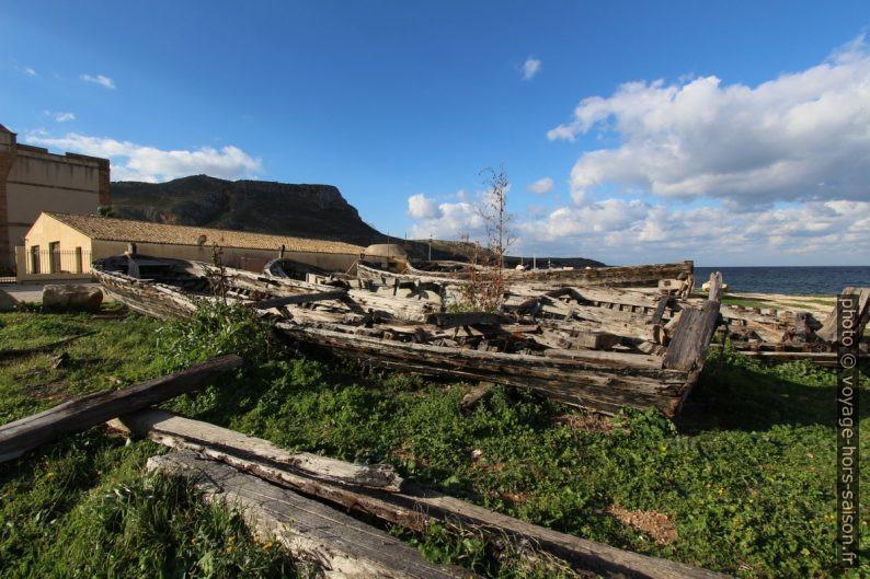 Anciennes barques de pêche au thon. Photo © André M. Winter