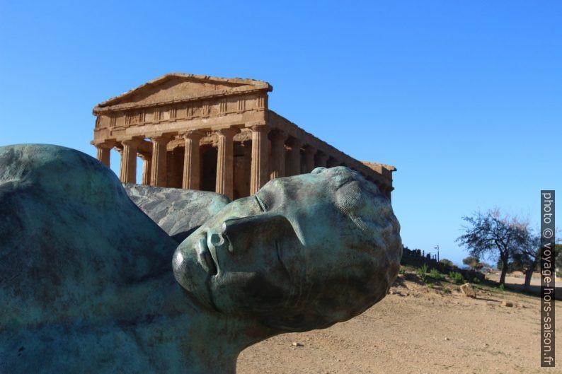Détail de la tête d'Icare par Igor Mitoraj à Agrigento. Photo © André M. Winter