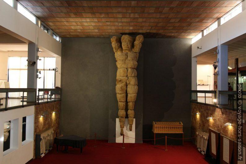 Géant du Temple de Zeus Olympien relevé dans le musée d'Agrigente. Photo © André M. Winter