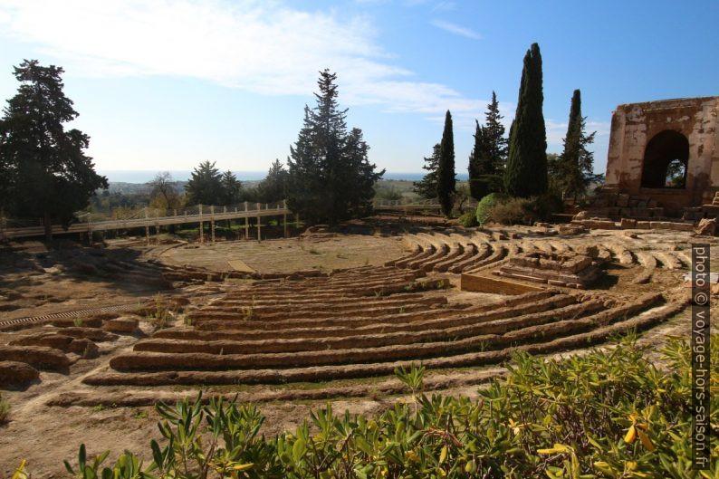 Ecclésiastérion et temple de Phalaris. Photo © André M. Winter