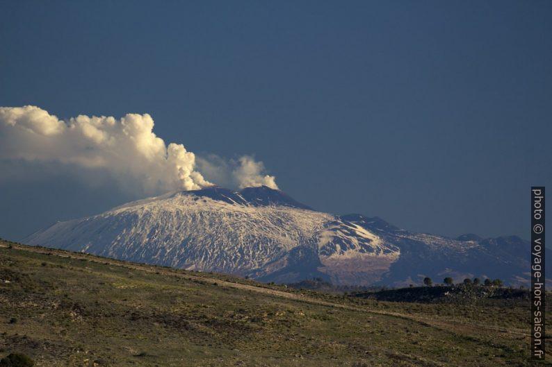 Vapeurs d'eau émanant du cratère de l'Etna. Photo © André M. Winter