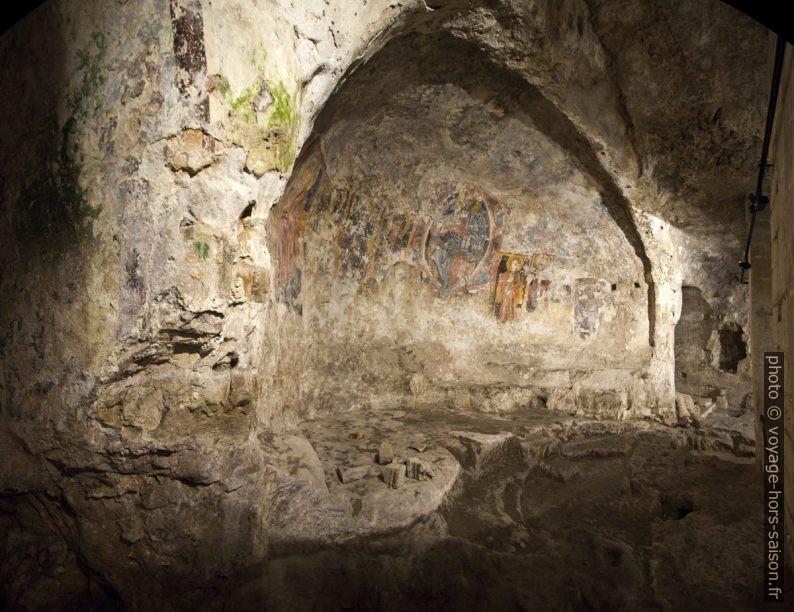 Fresques dans l'abside creusée de l'église rupestre de San Nicolò Inferiore. Photo © André M. Winter