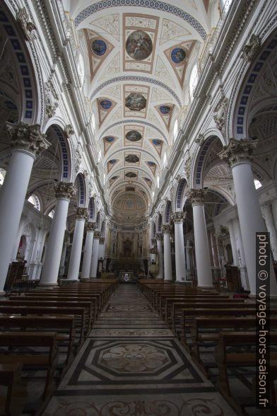 Nef de la Chiesa di San Pietro. Photo © André M. Winter