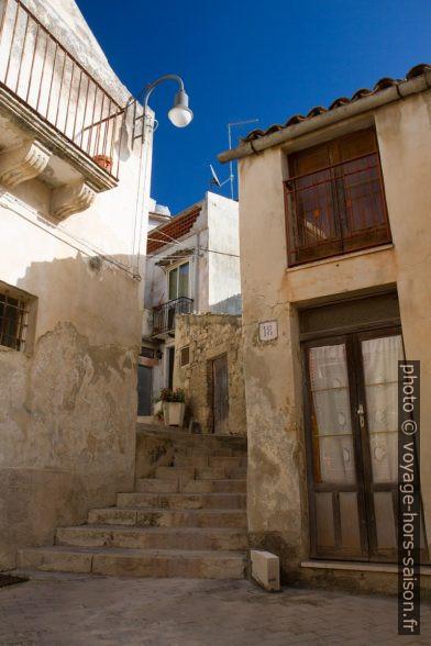 Escalier dans les parties raides sous le Belvedere Pizzo. Photo © Alex Medwedeff