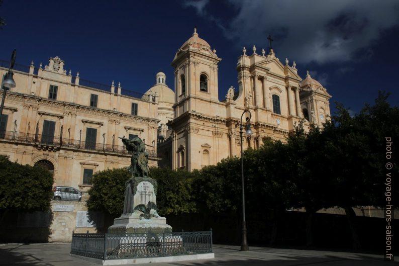 Palazzo Landolina et Basilica Minore di San Nicolò. Photo © Alex Medwedeff