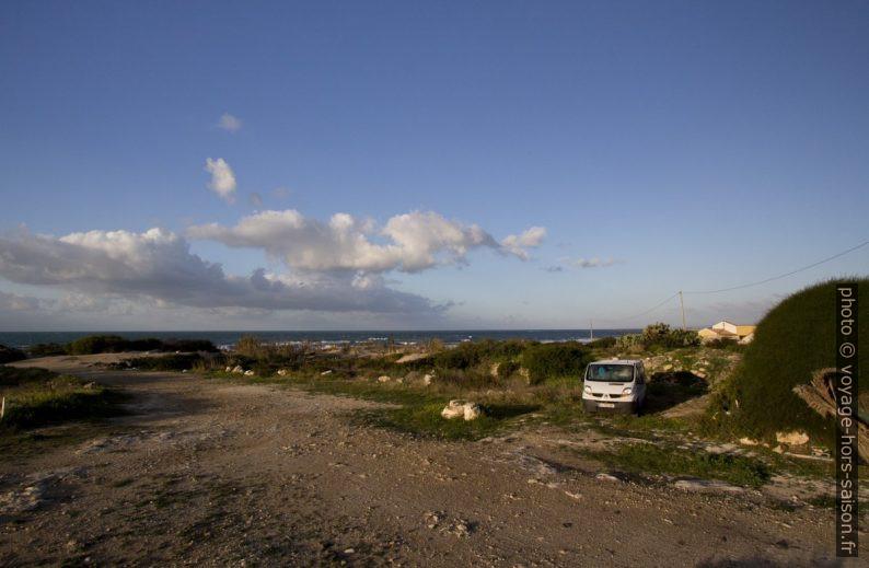 Notre trafic derrière les dunes du Lido Carratois. Photo © André M. Winter