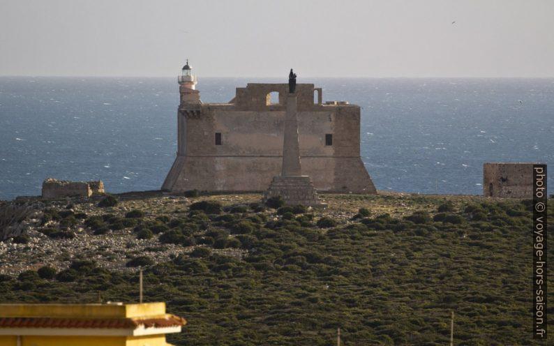 Phare sur le fort de l'Isola di Capo Passero. Photo © André M. Winter