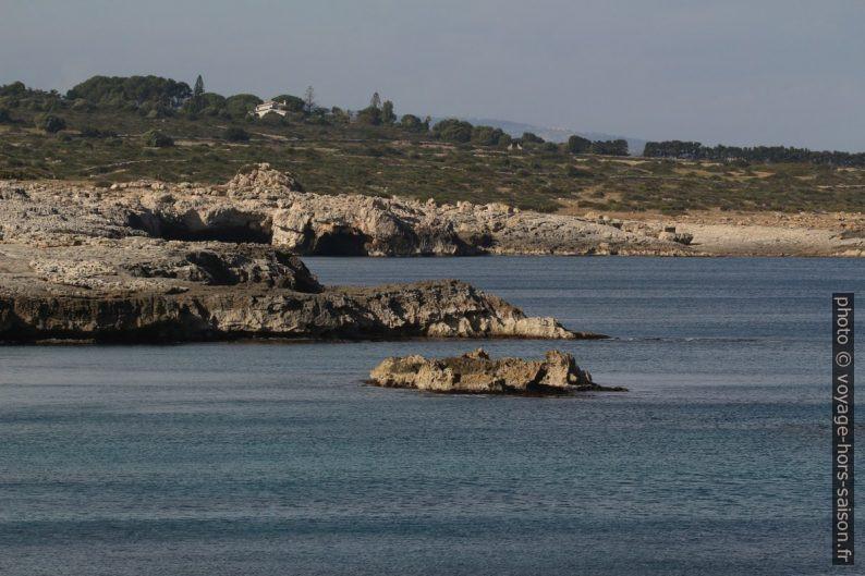 Côte rocheuse au nord de la Penisola della Maddalena. Photo © André M. Winter