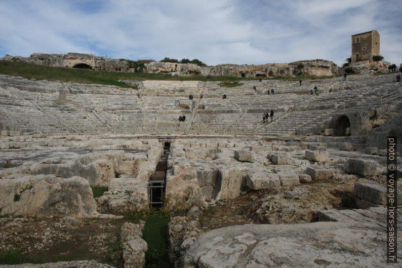 Le théâtre grec de Syracuse vu de la scène. Photo © Alex Medwedeff