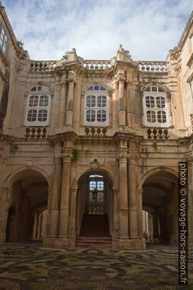 Cour du Palais Beneventano del Bosco. Photo © Alex Medwedeff
