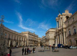 La Piazza Duomo vue du sud. Photo © Alex Medwedeff