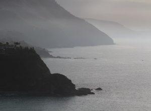 Caps de la côte au sud-est du Capo Vaticano. Photo © André M. Winter