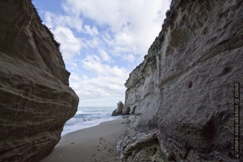 Arrivée sur la petite plage à l'ouest sous Santa Maria dell'Isola. Photo © André M. Winter