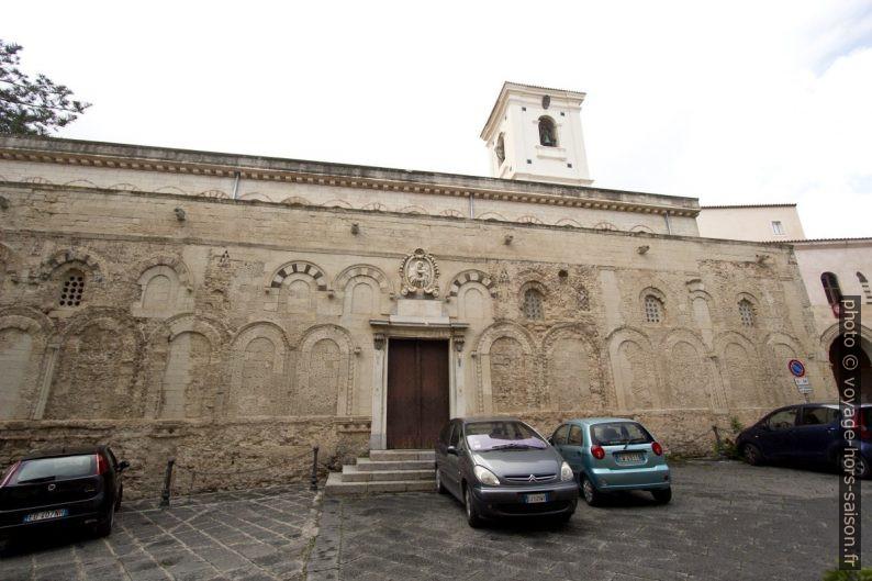 Façade latérale de la cathédrale de Tropea. Photo © André M. Winter