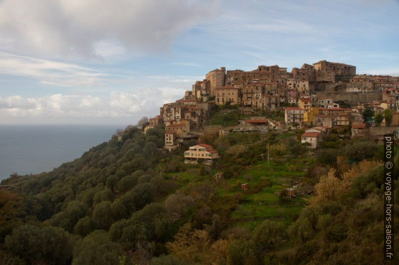 Village perché de Pisciotta. Photo © Alex Medwedeff