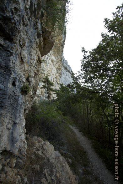 Le chemin sous la Petite Cornouze. Photo © André M. Winter
