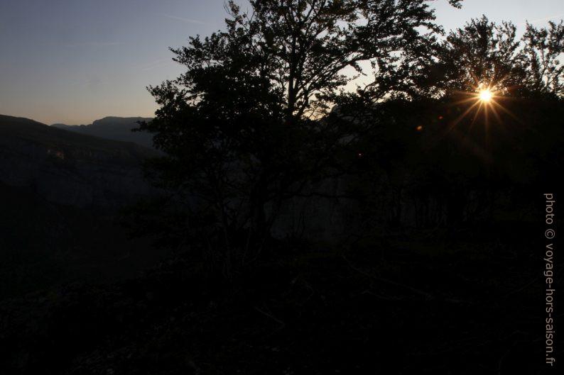 Lever du soleil vu du bord des Rochers du Bournillon. Photo © Alex Medwedeff