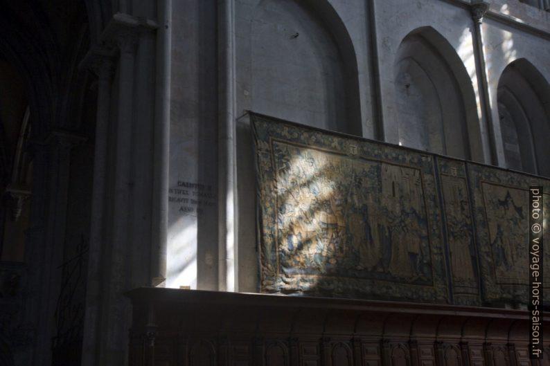 Tapisseries anciennes dans l'abbatiale de St. Antoine. Photo © Alex Medwedeff