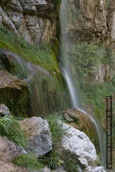 Fil d'eau de la cascade du Moulin Marquis en longue exposition. Photo © Alex Medwedeff