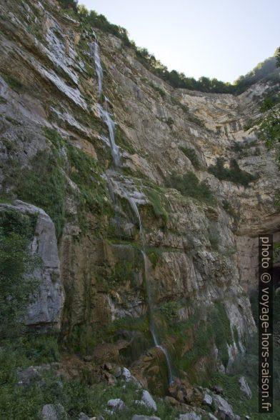 Fil d'eau de la cascade du Moulin Marquis vu du niveau intermédiaire. Photo © Alex Medwedeff