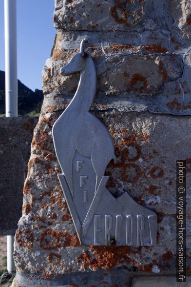 Logo des FFI sur le Mémorial de la Résistance au Pas de l'Aiguille. Photo © André M. Winter