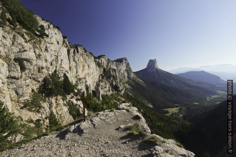Croix du berger sous le Pas de l'Aiguille. Photo © André M. Winter