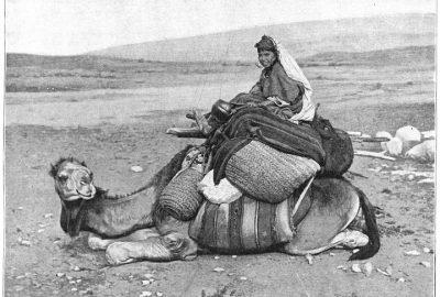 La jeune paysanne Manoubia sur son chameau