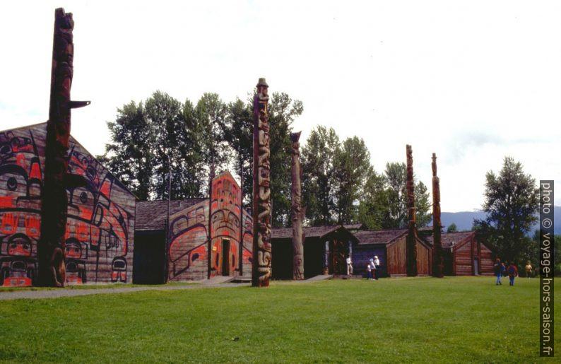 Village de Maisons longues des Gitxsan. Photo © André M. Winter