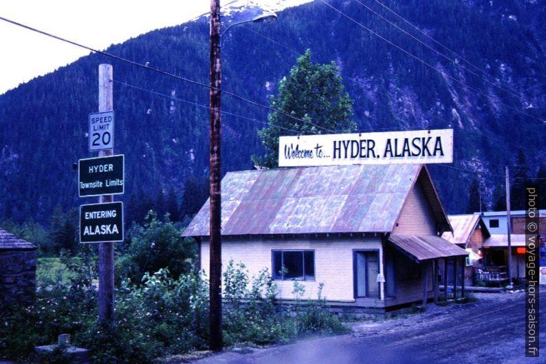 Panneau Entering Hyder, Alaska. Photo © André M. Winter
