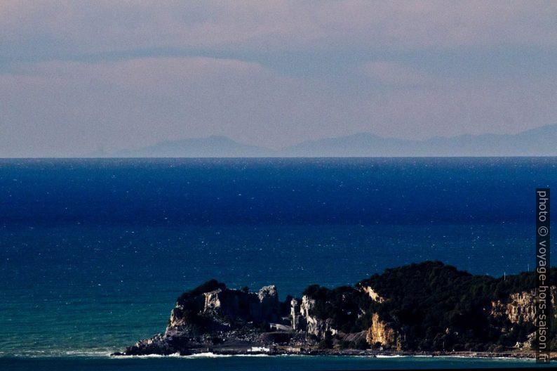 Carrière de calcaire noir de type Nero Portoro sur l'Île Palmaria. Photo © André M. Winter