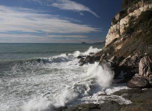 Mer vivement remuée à la Punta Bianca. Photo © Alex Medwedeff