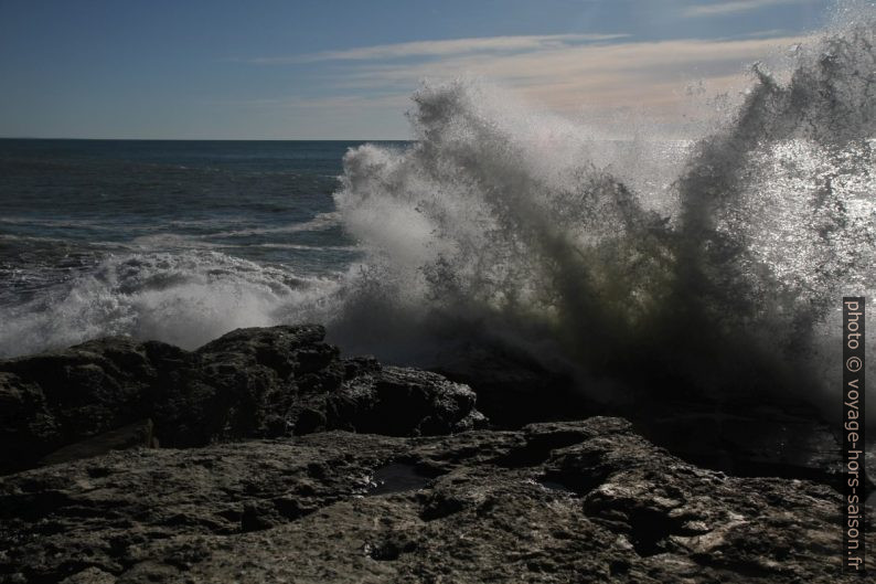 Mer mouvementée à la Punta Bianca. Photo © Alex Medwedeff