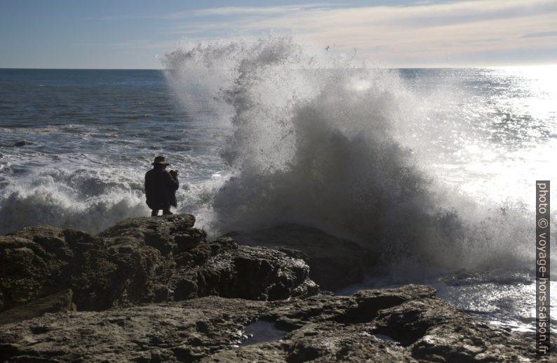 André juste à l'arrière de l'écume montante à la Punta Bianca. Photo © Alex Medwedeff