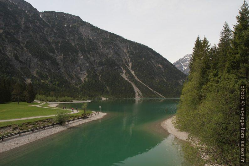 Canal artificiel entre les lacs Heiterwanger See et Plansee. Photo © Alex Medwedeff