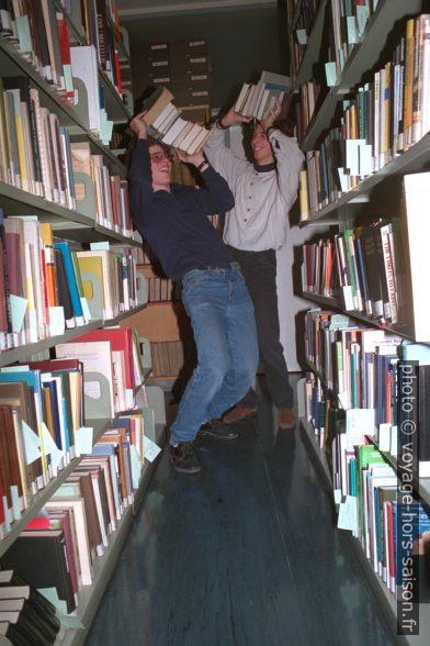 André et Georg dans la Bibliothèque. Photo © Andreas Neumann