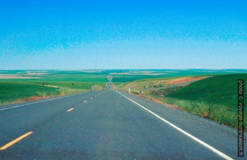 Route rectiligne près de Wilbur. Photo © André M. Winter